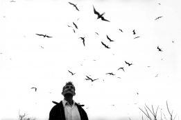 Graciela Iturbide, Homenaje, The birdman (El hombre de los pájaros), Nayarit, Mexico, 1984 Courtesy of the artist
