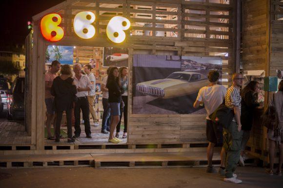 Le Beni Bischof Bar, devant la Salle del Castillo © Delphine Schacher / Festival Images Vevey 2016