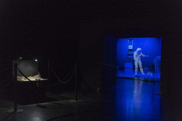 Pierrick Sorin's first steps on the Moon, Théâtre de l'Oriental ©Images Vevey / Julien Gremaud